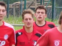 Zuerst gewann das TSV Eigengewächs mit der Reserve 3:1 und dann hielt er nach der verletzungsbedingt erfolgten Einwechslung sein Gehäuse sauber.